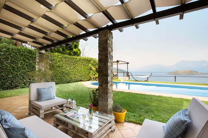 Idyllic SCORPIOBAY Villa | pool, private beach