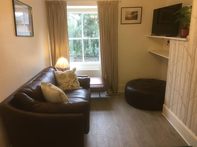 Newly created flat for 2 plus dog, with river view - Pooley Bridge - Leilighet