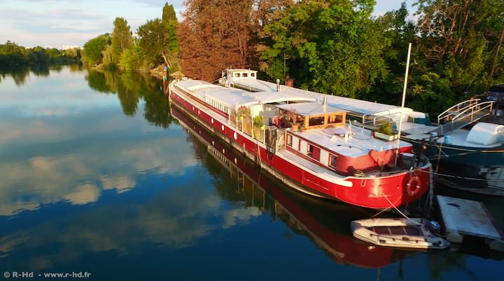Studio in a Boat near Disneyland in Lagny