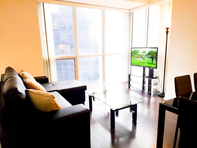 Stunning 1 BR Apt across CN Tower & Convention Ctr
