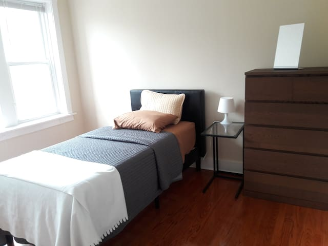 (52W-V) A Smart Private Bedroom in Douglass Flat