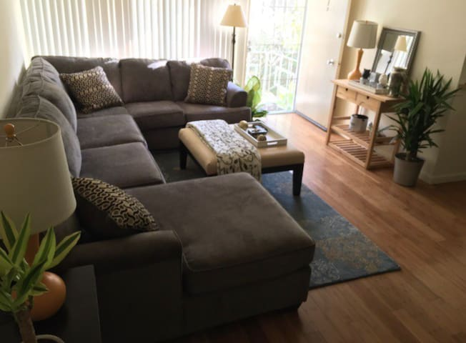 Comfortable Twin Bed wA/C Clean Home Best Location