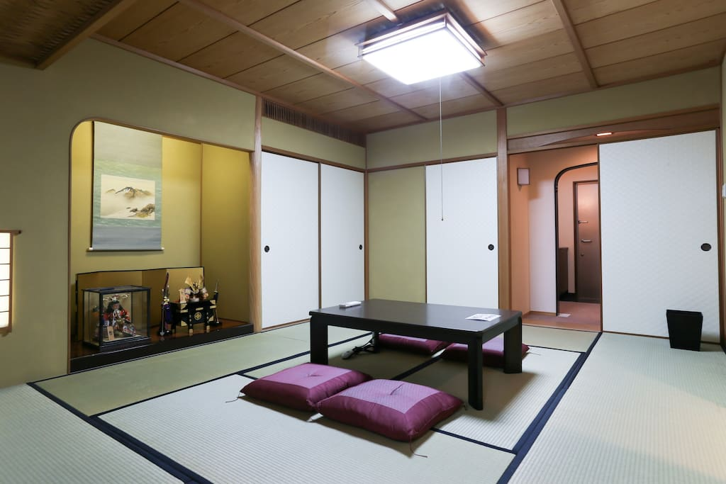 You can sleep in this room with Futon.