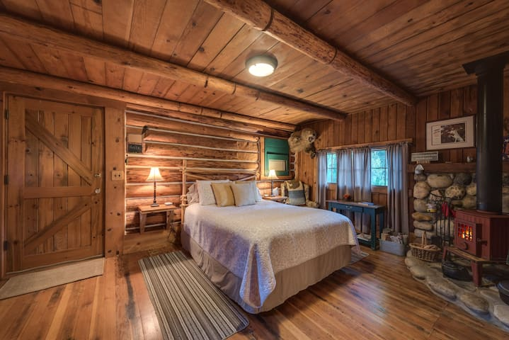 Carpenter Suite-Queen-Log Cabin-Private Bathroom