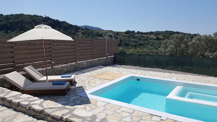 Villa ALPHA deluxe villa with pool 5km fromLefkada