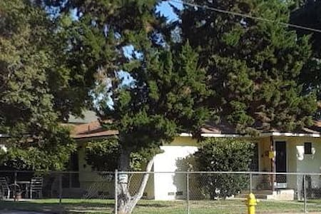 Staycation in Monrovia - Charming 1 bedroom house.