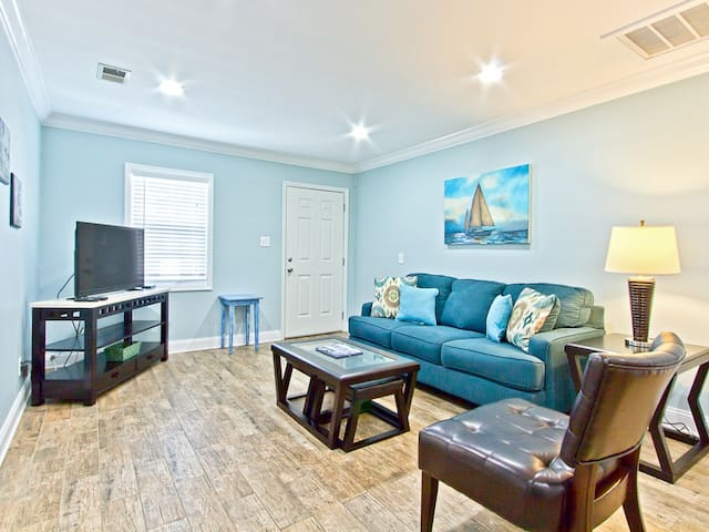 Newly Updated 2 Bedroom 1 Bath Ground Floor Pet Friendly Apartment Only 200 Yards To The Beach