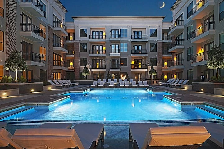 Upscale*Apartment*In Trendy Area Of Charlotte*