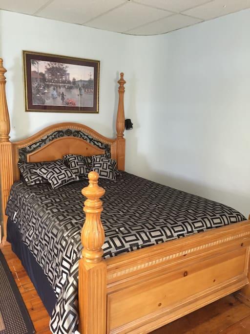 Front bedroom queen bed 1 of 2