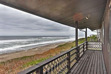 Inviting 6BR Depoe Bay House w/Ocean Views! - Depoe Bay