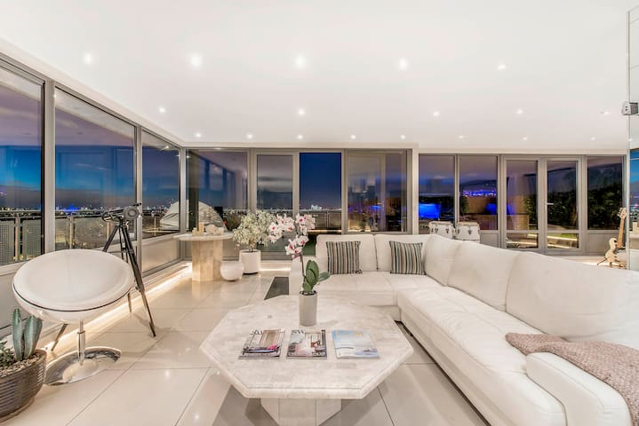 The Brixton Penthouse - Sauna Suite Bedroom!