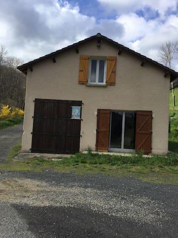 Maisonnette au calme - Saint-Martial - Casa