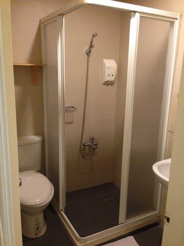 公用衛浴間 乾濕分離淋浴