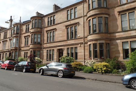 Quiet large single room in Pollokshields, Glasgow