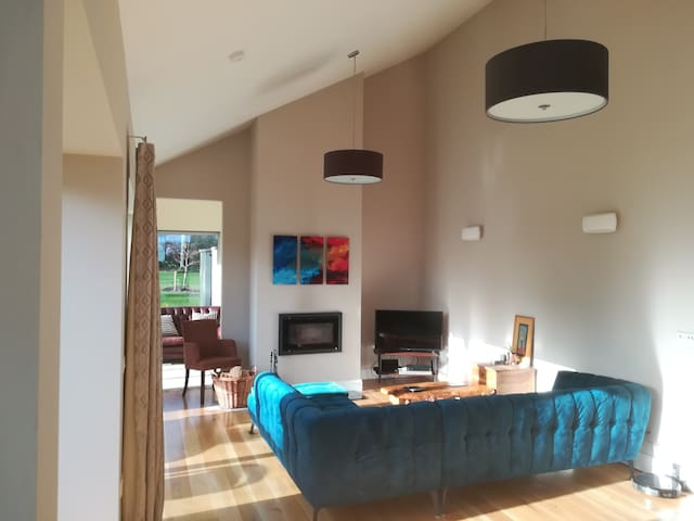 Tinteán c/o 'The Gables' Ballinora Double Ensuite