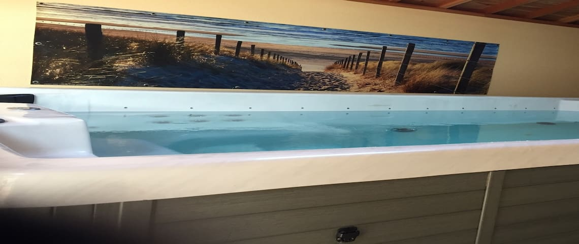 2 pas de la mer, jacuzzy xxl et vue mer à l'étage