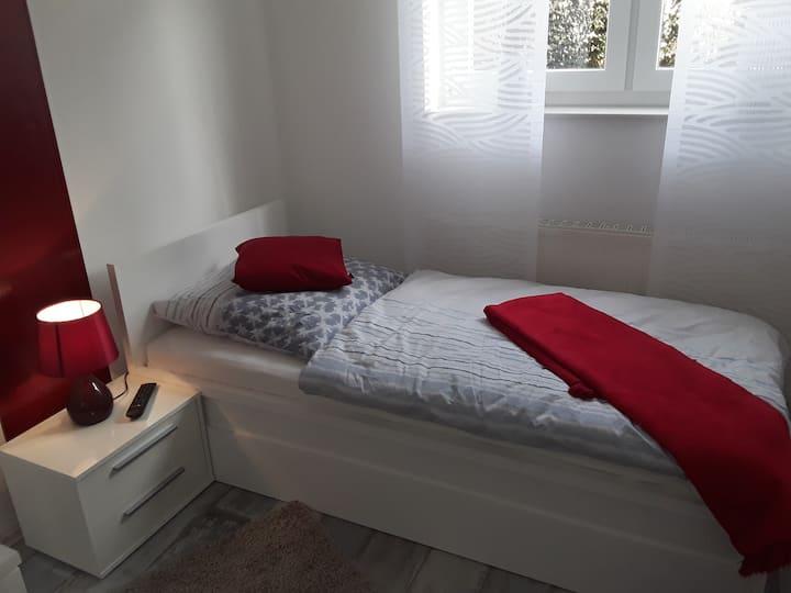 1 Bett Zimmer für Monteur oder Privat