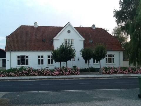 Stævnegaarden er en smuk ejendom i Faldsled.