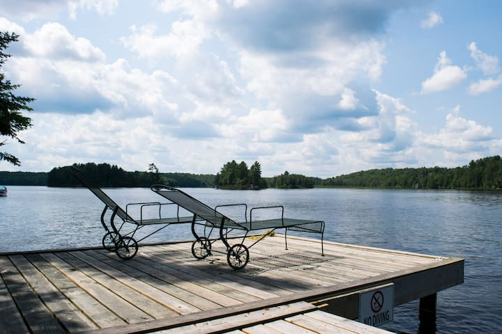 Peaceful and Sunny Northern Lakeside Retreat - Magnetawan - Hytte
