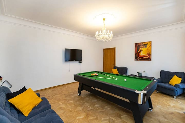 Wehost City Center Billiard Apartment