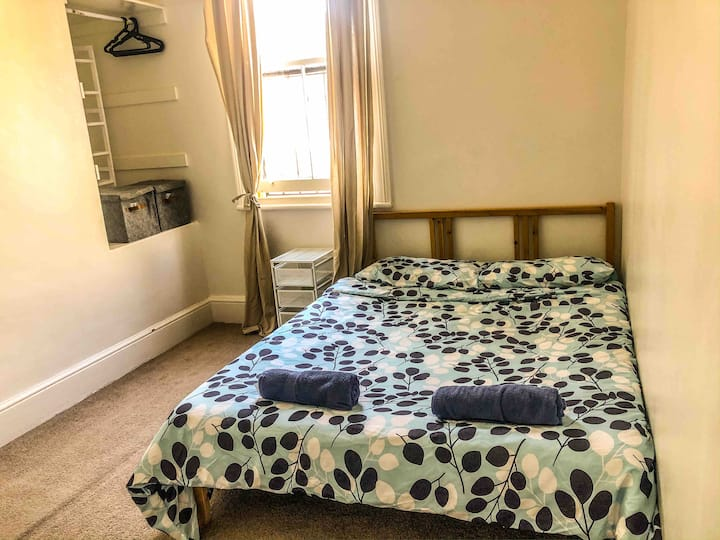 Cosy Room  + FREE Breakfast in Heart of Sydney