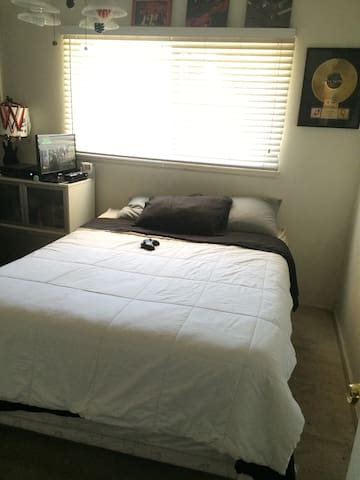 Big Comfy Bed in Rialto - Rialto - Casa