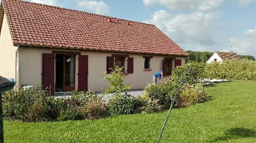 Maison de campagne avec jardin,proche de St Saens