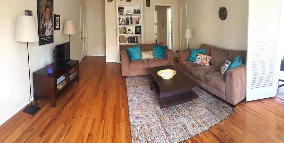 Very Large, Bright Los Feliz One-Bedroom Apt. - Los Angeles
