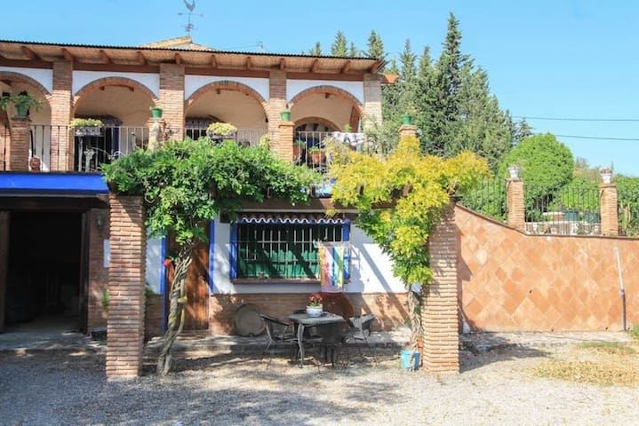 Beautiful Country house tipically andalusien style - Alhaurín de la Torre - Huis
