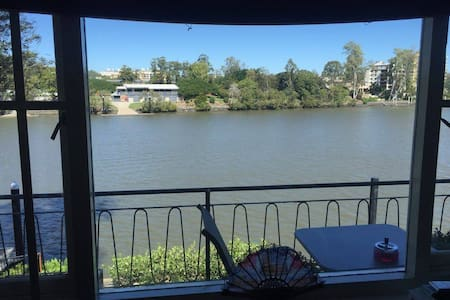 2 Bedroom apartment close to Qld Uni and City. - Highgate Hill