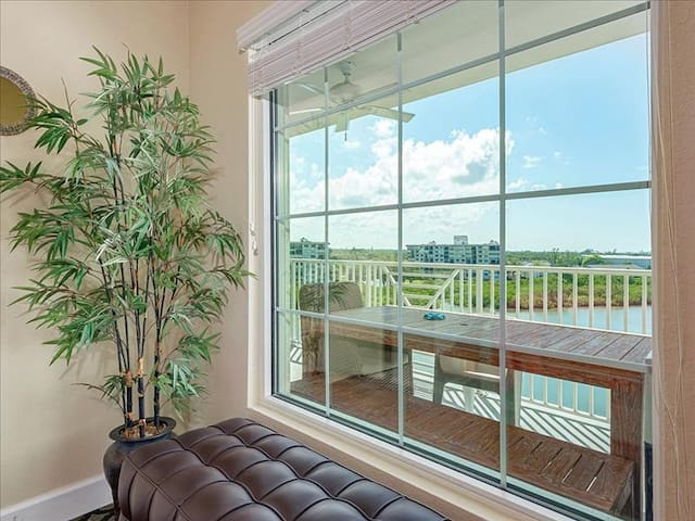Harbourside 715 | 2 Bedroom, 2 Bathroom