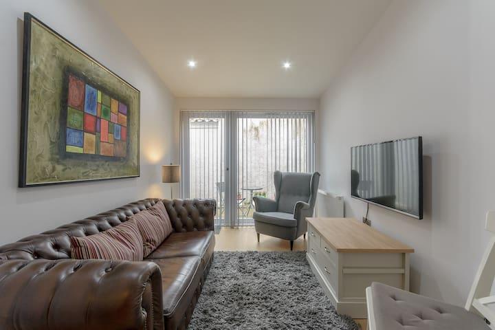 Stylish, Modern 1BR with Garden