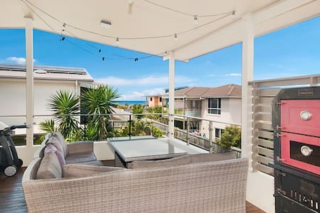 Luxury Beach House - Whales & Surf - Skennars Head