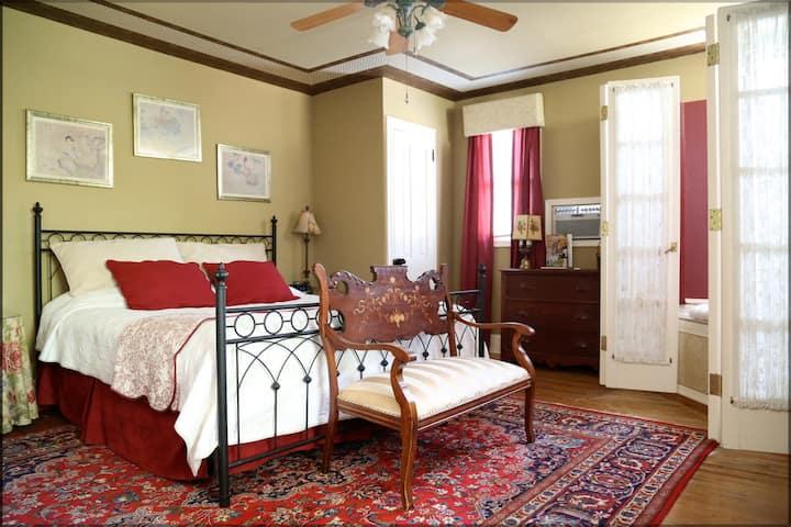 Garnet Room - Amethyst Inn