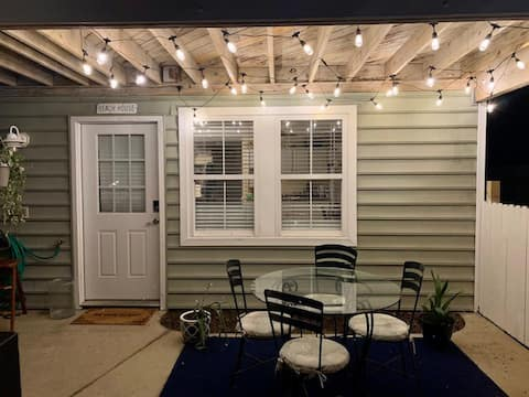 Avalon Diamond-Pet friendly Guest Suite Yard Fence
