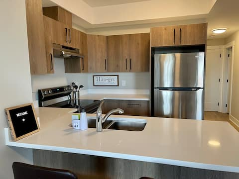 Brand new, scenic 1 bedroom suite on Bear Mountain