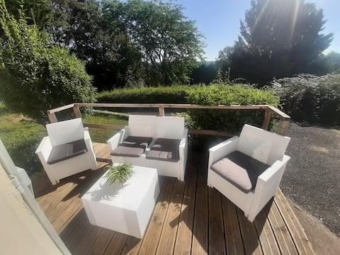studio indépendant en résidence avec place de parking sécurisé et accès au jardin