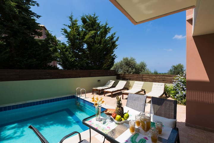 Cretan Royalty-Suite Two Beds With Private Pool-