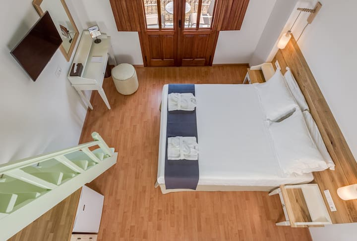 Family Apartment with Sea View C