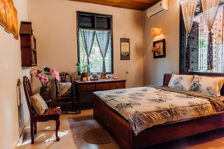 Peaceful Room - Countryside Home 3km from town