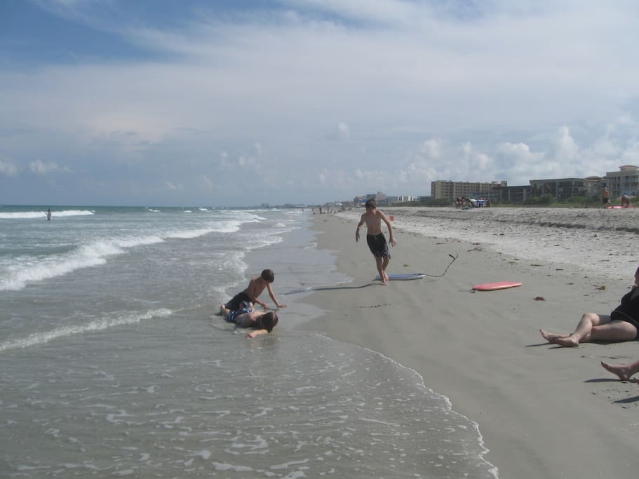 huge beach, not crowded, 1.5 mile walk to Cocoa Beach Pier