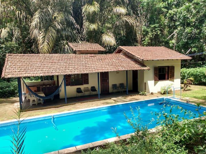 Casa com piscina em Penedo, no centro
