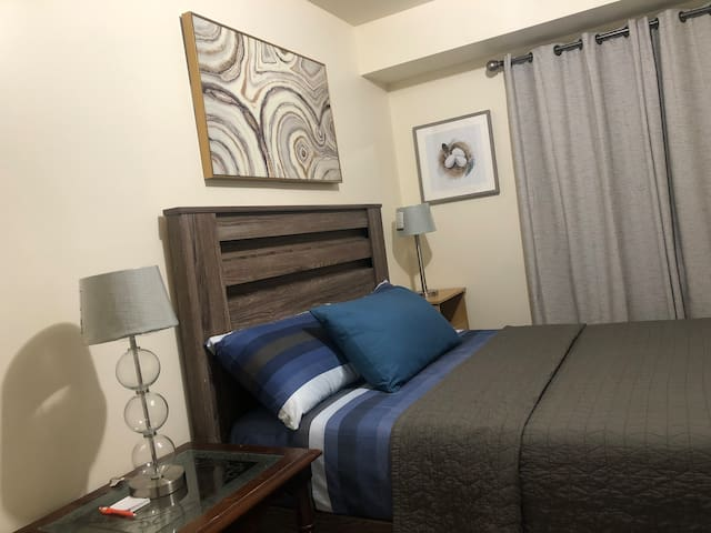 AMAZING ROOM Y. NO FEES, 7 MINS TO NEWARK AIRPORT