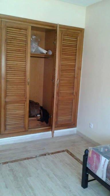 Chambre calme et propre en plein centre de maarif for Chambre calme en anglais