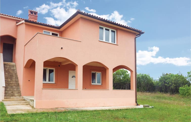 Holiday apartment with 2 bedrooms on 64 m² in Vodnjan