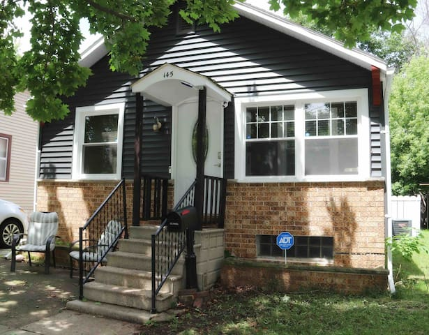 Gillett House 2 Bedroom (Duplex) Close to Lake