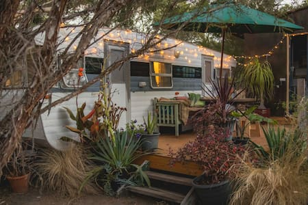 The Lily Pad –Vintage van in private bush serenity