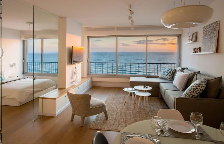 Brand New Luxury Apartment Right on the Sea!