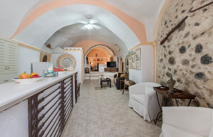 Santorini casa cueva