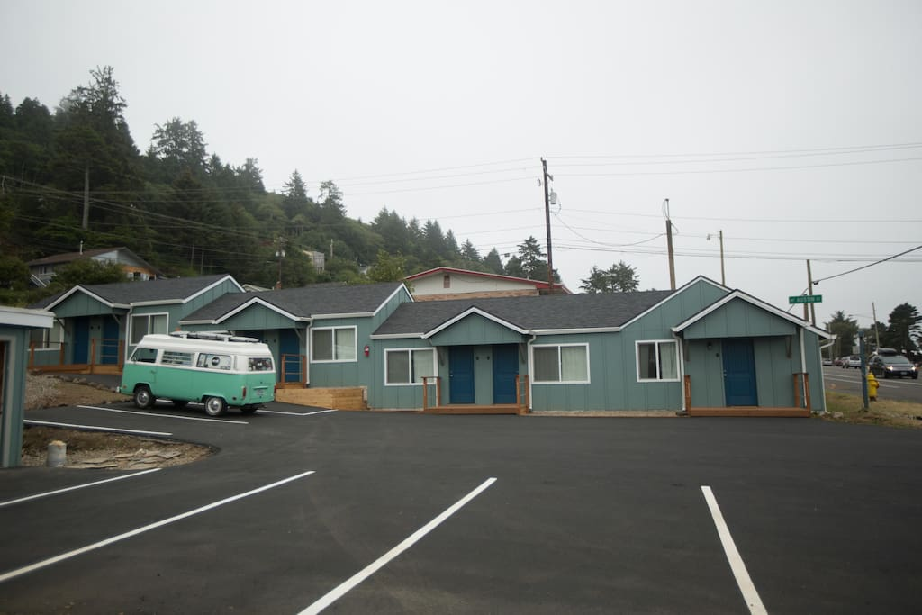 Located just blocks from the heart of Depoe Bay. The off street parking saves you from the crowds!